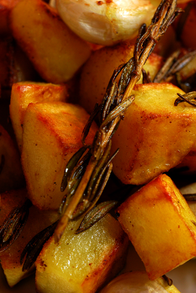pan roasted potatoes with rosemary and garlic