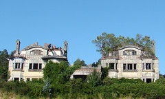 Mansiones abandonadas I original (-Merce-) Tags: espaa house geotagged casa spain corua decay ruina galicia abandono mmbmrs geo:lat=4332215227 geo:lon=835765622216 blancamadison antoniotenreiro peregrnestells elgrajal juliolpezbailly