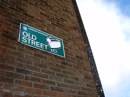 streetart london pasteup sticker toaster crew londres londra oldstreet toasters pegata tostadora artecallejero toastercrew