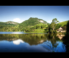 A Casa do Lago (Fernando Felix) Tags: house lake mountains reflection green landscape bravo place santacatarina soe themoulinrouge 50faves 35faves shieldofexcellence riodoscedros goldenphotographer favemegroup favemegroup5 diamondclassphotographer flickrdiamond ysplix excellentphotographerawards theunforgettablepictures 200850plusfaves 75faves wonderfulworldmix betterthangood theperfectphotographer