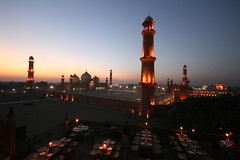 Badshah Mosque at night (Paki Nuttah) Tags: pakistan night asia mosque clear lahore badshah mashid
