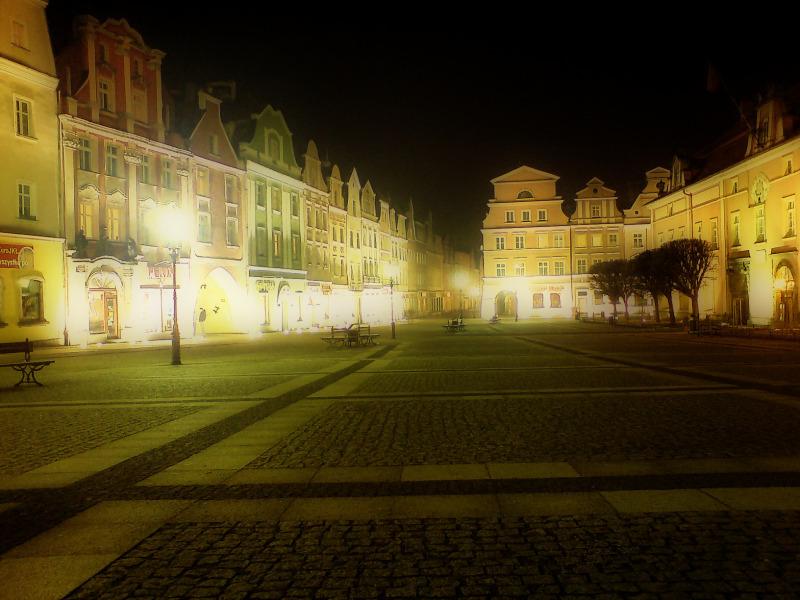 Piękny ryneczek w Bolesławcu nocą <IMG SRC=