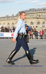 IMG_7345 ID (bootsservice) Tags: horses horse paris army cheval spurs uniform boots guard cavalier uniforms officer garde cavalry bottes riders arme chevaux uniforme officers cavaliers equitation breeches gendarmerie cavalerie uniformes ridingboots tallboots rpublicaine republicaine