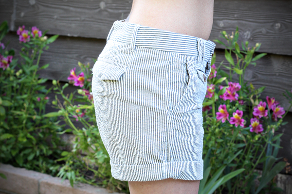 Banana-Republic-Shorts-Side