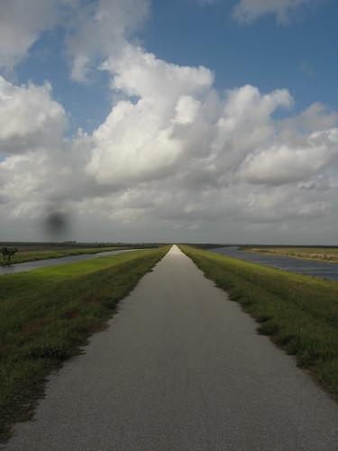 Straiiiiiiiiiight cycle path (Lake Okechobee Scenic Trail, Florida, USA)