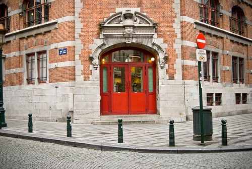 Red Door, Place Saint-Gery