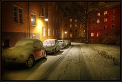 Sleepy (Kaj Bjurman) Tags: houses winter light house snow cars ice car architecture night dark eos sweden stockholm sverige bergen 2008 hdr kaj rda vasastan cs3 photomatix 40d bjurman
