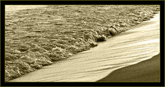 Sol i ona (mammita) Tags: barcelona sol bcn playa barceloneta ona soe ola platja onada naturesfinest mywinners abigfave mammita
