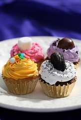 (7oO7oO) Tags: pink sunlight cute home yellow daylight cupcakes backyard purple chocolate mini vanilla kuwait oreo 2008 marshmellow frosting cuppies 7070 7oo7oo