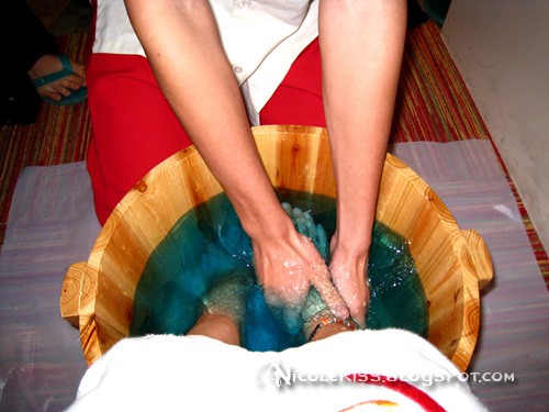 foot bath - massaging my feet