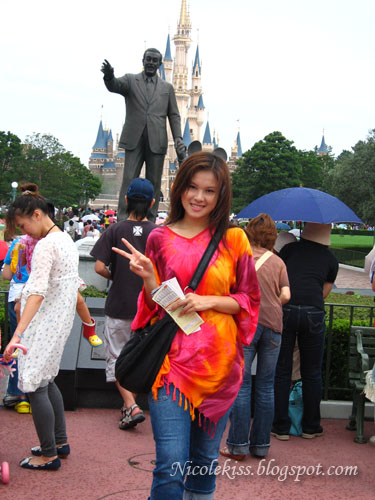 Me posing in front of Walt Disney