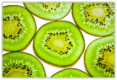 Kiwi (Max Kehrli) Tags: light macro green photography flash seeds sliced kiwi soe speedlite 2124 strobist