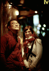 Xax und Bettina (TommyOshima) Tags: leica night tokyo austria couple shinjuku meetup kodak noctilux e100vs rf bettina hexar xax