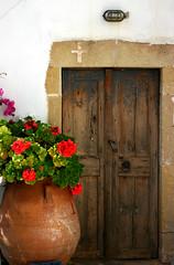 Entrez, c'est ouvert... (Debbie Debbie) Tags: door wood vacances holidays cross terracotta greece crete rest porte geraniums grce bois croix repos ellas lasithi pefki   2pair