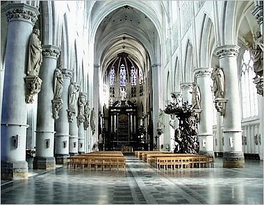 interior de la Catedral de San Romualdo