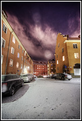 Outside (Kaj Bjurman) Tags: street winter snow cars night dark eos vinter sweden stockholm gata sverige bergen 2008 sn hdr natt kaj rda vasastan cs3 bilar photomatix 40d mrkt ysplix bjurman