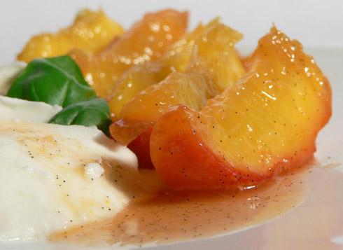 karamellisierte Pfirsiche mit Vanille & Chili