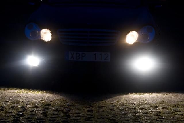 sea night canon eos 50mm iso100 mercedes benz skåne eyes sweden headlights sverige f5 xenon cclass cklasse råå 05sec bixenon 400d ures2 hpexif 033ev c180k xres300 yres300