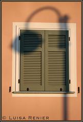 Ombre alla finestra (Luisa Renier) Tags: city windows window rose village lulu rosa finestra luisa lampione renier paese persiane blueribbonwinner golddragon abigfave