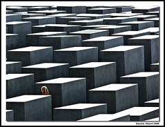 (Daniele Mineri) Tags: abstract berlin monument girl memorial geometry monumento minimal geometrical astratto memoria forme berlino olocausto favemegroup3 danielemineri