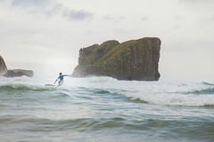 Surf solitario. (www.rojoverdeyazul.es) Tags: autor álvaro bueno españa spain summer verano mar sea océano ocean atlántico atlantic surf surfista surfist