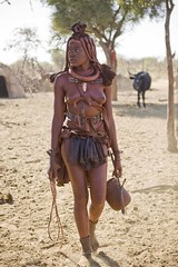 Namibia - Poblado Himba (Ale Ramirez) Tags: africa people african culture tribal safari afrika tribe ethnic namibia tribo himba afrique ethnology tribu áfrica namibie tribus ethnie epembevillage