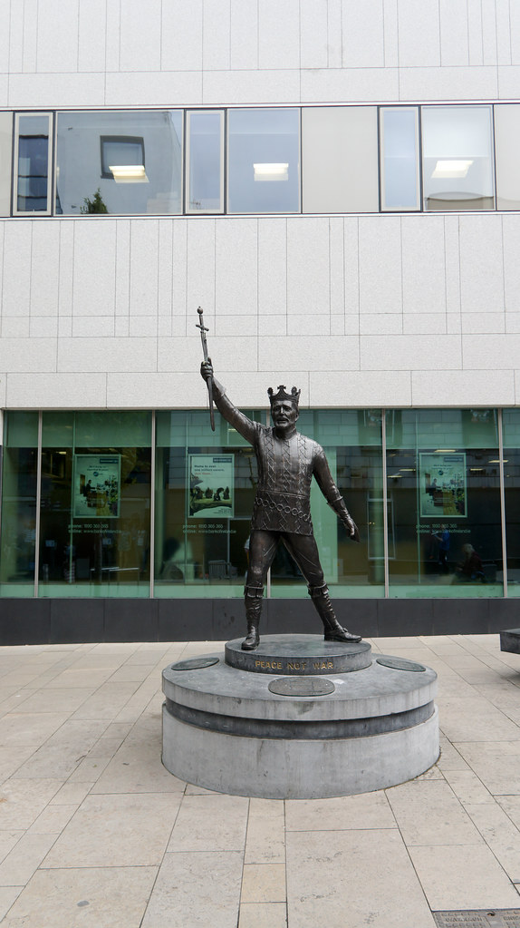 "Campaign to remove Richard Harris ""statue"" from Limerick City"