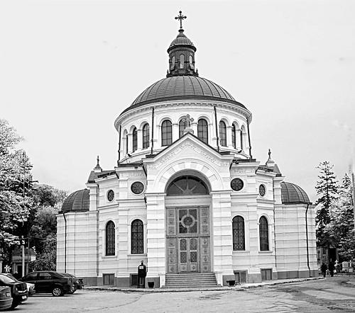 Cimitiere Belu-18 Biserica en gris