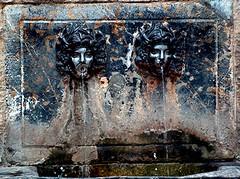two (Marta S. Gufstasson) Tags: old 2 two sculpture espaa water fountain architecture spain arquitectura ancient agua antique small fuente escultura dos viejo antiguo pequea spanien castellon cao onda antiguedad spagne acien a3b