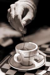 italian lifestyle (luce_eee) Tags: coffee hands portfolio canon50mmf18 zeta coffeebreak canon400d luceeee cupful sfidephotoamatori ilcaffgiratodaunnapoletano hatuttounaltrogusto almenoquestoquellochesidice rinaciampolillo wwwrinaciampolillocom