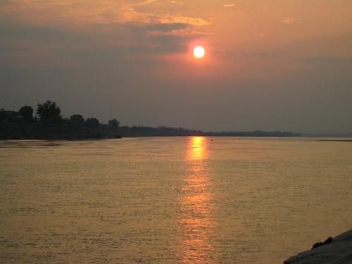 メコン川の夕日、ビエンチャン、ラオス
