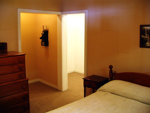 A room at Sanders Court