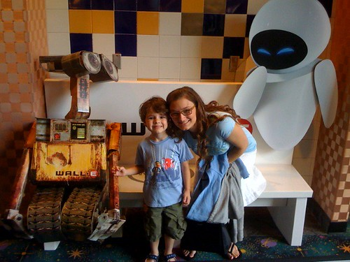 Wall-e and Eve movie promo picture