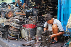 """Sieng Gong"" or Chop-and-Sell Car Parts (ulli_p) Tags: asia artofimages bangkok bangkokchinatown colours canoneoskissx5 city earthasia flickraward people southeastasia street streetphotography thailand travel travelphotography totallythailand taladnoi"