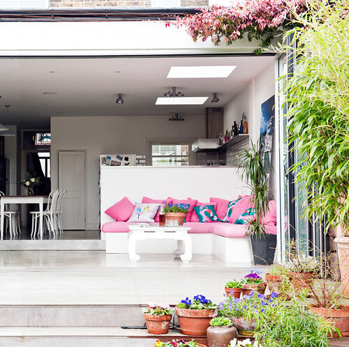 1-Sophisticated patio - Modern Courtyard Gardens via Housetohome.co.uk