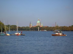 PICT2699 (doreen0387) Tags: herbst hannover segelboot maschsee rathaushannover