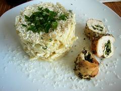 fideos perla en salsa blanca con pollo relleno de esp