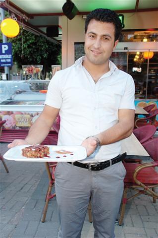 Çıtırım markası bünyesinde, Atatürk Caddesi'nde hizmet veren Pause Cafe, havuçlu tarçınlı kekte oldukça iddialı