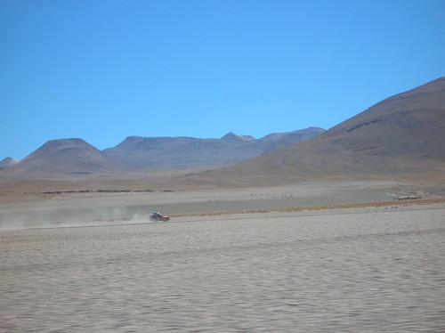 Jeep en mitad del desierto de Bolivia