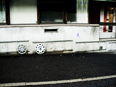 Hubcaps (gothicburg) Tags: sidewalk ugly asphalt hubcaps bicyclestand freningsgatan guessedgbg alternativestorage