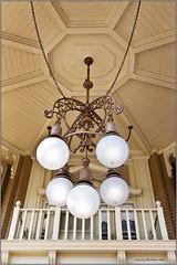 Lamp from the ceiling (Staale N) Tags: lamp orlando florida tamronspaf1750mmf28xrdiiildasphericalif canoneos40d bildekritikk