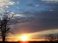 Missouri Sunset (LocalOzarkian Photography - Ozarks/ Route 66 Photo) Tags: blue sunset red lebanon orange sun colors yellow clouds darkness missouri setting ozarks sunsetting goingdown laclede lebanonmissouri lacledecounty