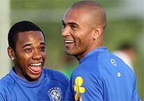 Afonso Alves heeft het naar zijn zin tijdens de training van Brazilie voor de WK-kwalificatiewedstrijd van Brazilie tegen Ecuador in het Maracana Stadion