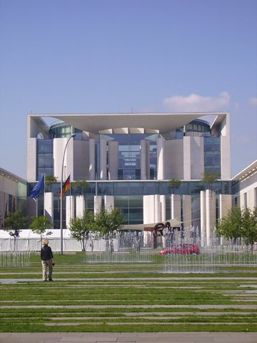 Federal Chancellery by lpelo2000