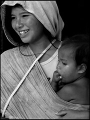 The vagrant - Happy mother and child (Barry Lu ) Tags: street blackandwhite philippines abigfave diamondclassphotographer megashot teampilipinas ysplix barrylu larawangpinoy