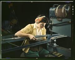 Anglų lietuvių žodynas. Žodis riveting machine reiškia kniedijimo staklės lietuviškai.