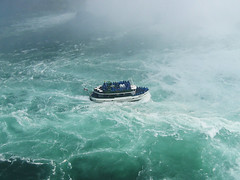 Maid of the Mist heading Horseshoe Falls (Shikher's Imagery) Tags: mist niagra falls maid horsehoe