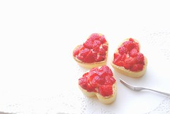Strawberry Tart  3 (yoshiko314) Tags: red food strawberry heart sweet tart heartshaped onthetable tableshot d60 tartlet icooked imade custardcream