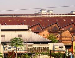 usang dan dilupakan.... (ojie_zakaria) Tags: old train rusty trainstation oldbuilding karat metalroof keretapi