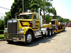 Hisko KW Heavy Hauler with Cat Frontloader (jack byrnes hill) Tags: dumptruck semi trucks mack peterbilt kenworth tractortrailer rolloff heavyhauler worldtruck